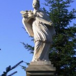 Św. Jan Nepomucen- rzeźba pochodząca z XVIIIw., doprowadzona do stanu pierwotnego w 2003r.